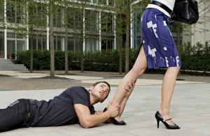 Codependencia: cuando tu pareja te separa de tus amigos y familia